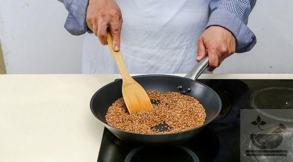 Прокаливание крупы на сковороде