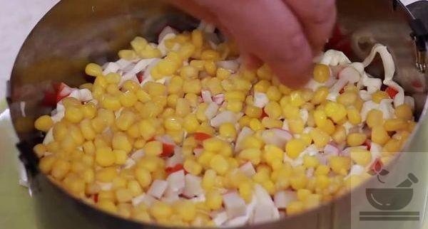 Кукуруза в салате коррида