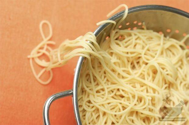Как варить макароны, чтобы не слипались