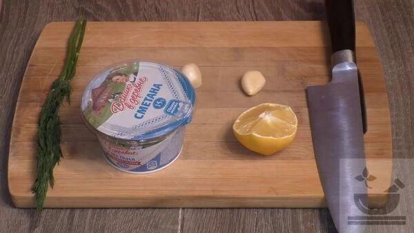 Продукты для сметано-чесночного соуса