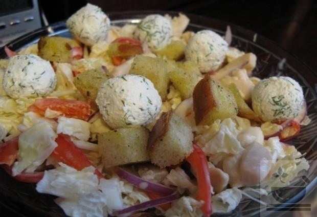 Салат «Ревнивец» с курицей и сухариками