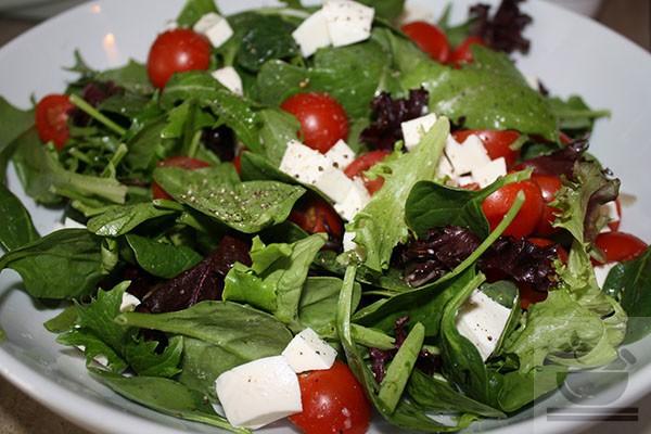 Базилик в салате