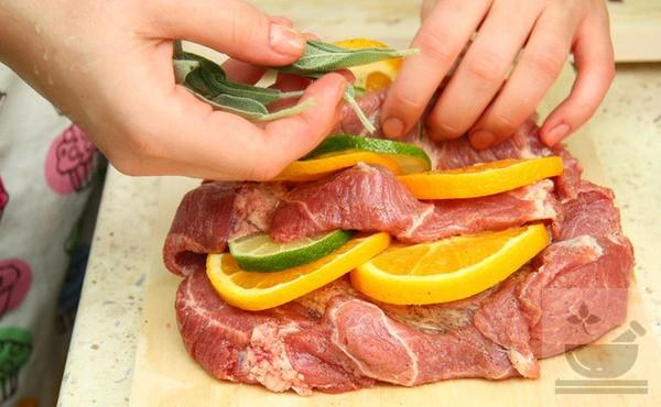 Мясо с шалфеем