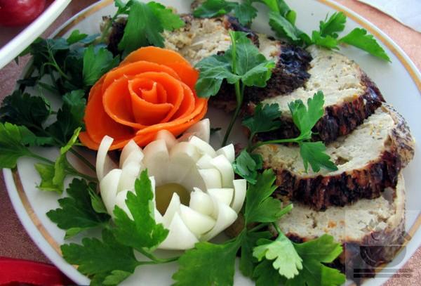 Петрушкой украшают готовые блюда