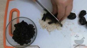 Подготавливаем чернослив