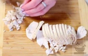 Нарезание куриного филе