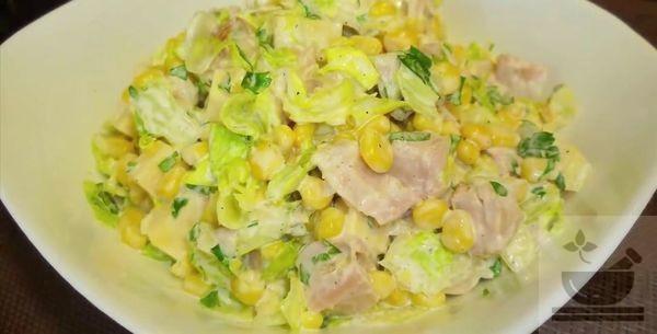 Салат из копченой курицы и пекинской капусты