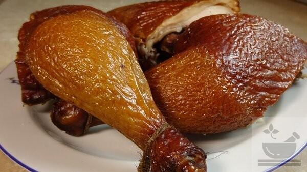 Копченая курица в салатах