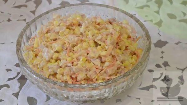 Салат с копченой курицей, корейской морковкой и кукурузой