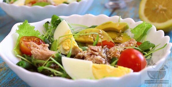 Готовый салат авокадо с тунцом и фасолью
