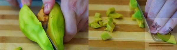Вынимаем кость из авокадо