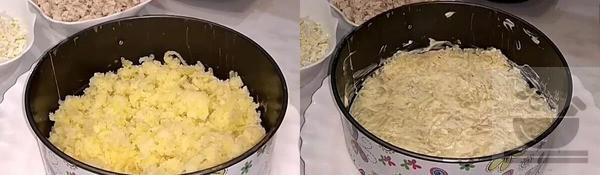 Выкладываем картошку в формовочное кольцо
