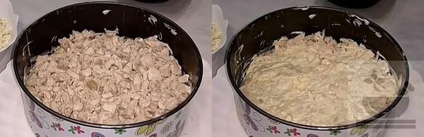 Куриную грудку выкладываем в салат