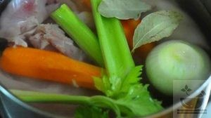 Отвариваем грудку на салат