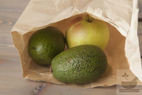 Авокадо с яблоками в пакете