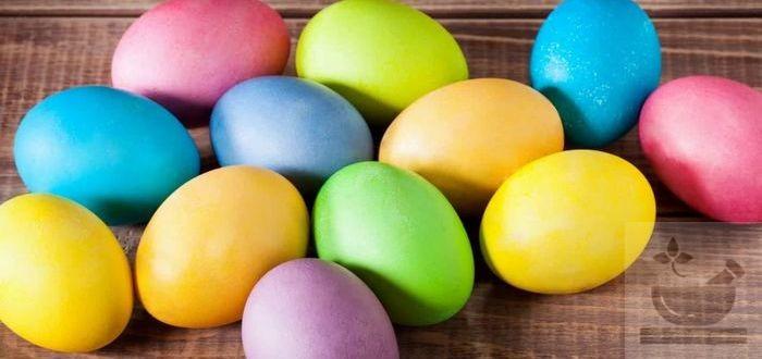 Пасхальные яйца окрашенные натуральными красителями