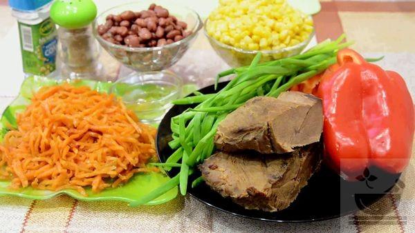 Продукты, приготовленные для салата