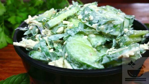 Салат огурец и плавленный сырок