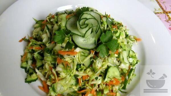 Салат огурцы с капустой