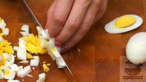 Нарезка яиц для салата
