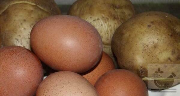 Отварные яйца и картофель