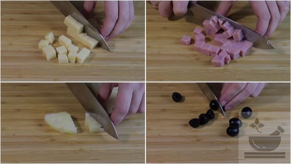 Нарезаем продукты кубиками для салата