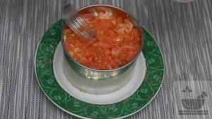Слой красной рыбы в салате