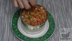 Киви украшаем салат